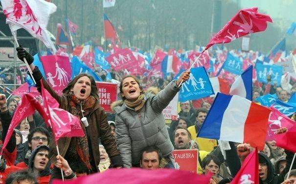 579654_durant-la-manifestation-contre-le-mariage-homosexuel-a-paris-le-24-mars-2013
